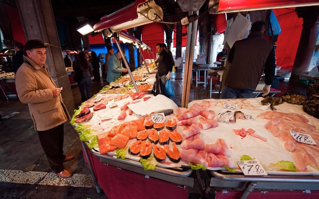 Rialto fish market archives pietro place for Fish market hours